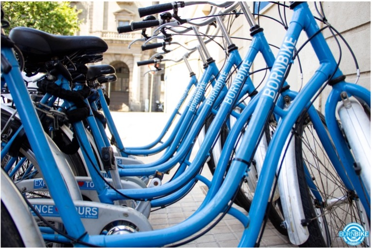 vélo born bike tours barcelona, location de vélo, Espagne, vélo bleu, 6 vélo