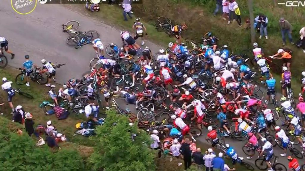 Massive fall during the first stage of the Tour de France 2021