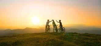 Bicicleta amigos familia puesta de sol naturaleza turismo barcelona futuro deporte