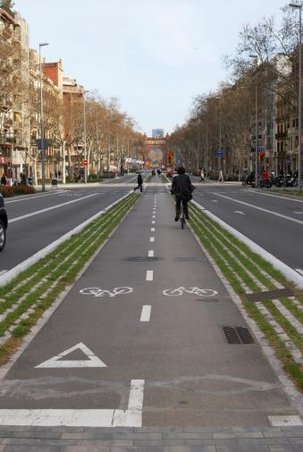bike land cycle path bike barcelona palm tree holiday born bike tour arc de triomphe